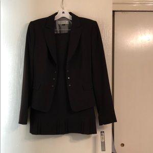 Brand new Tahari suit with skirt